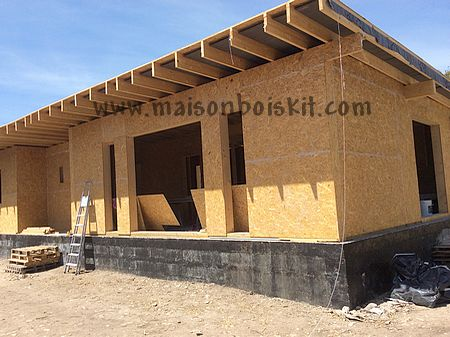 Maison structure bois en kit l 39 habis for Autoconstruction maison ossature bois