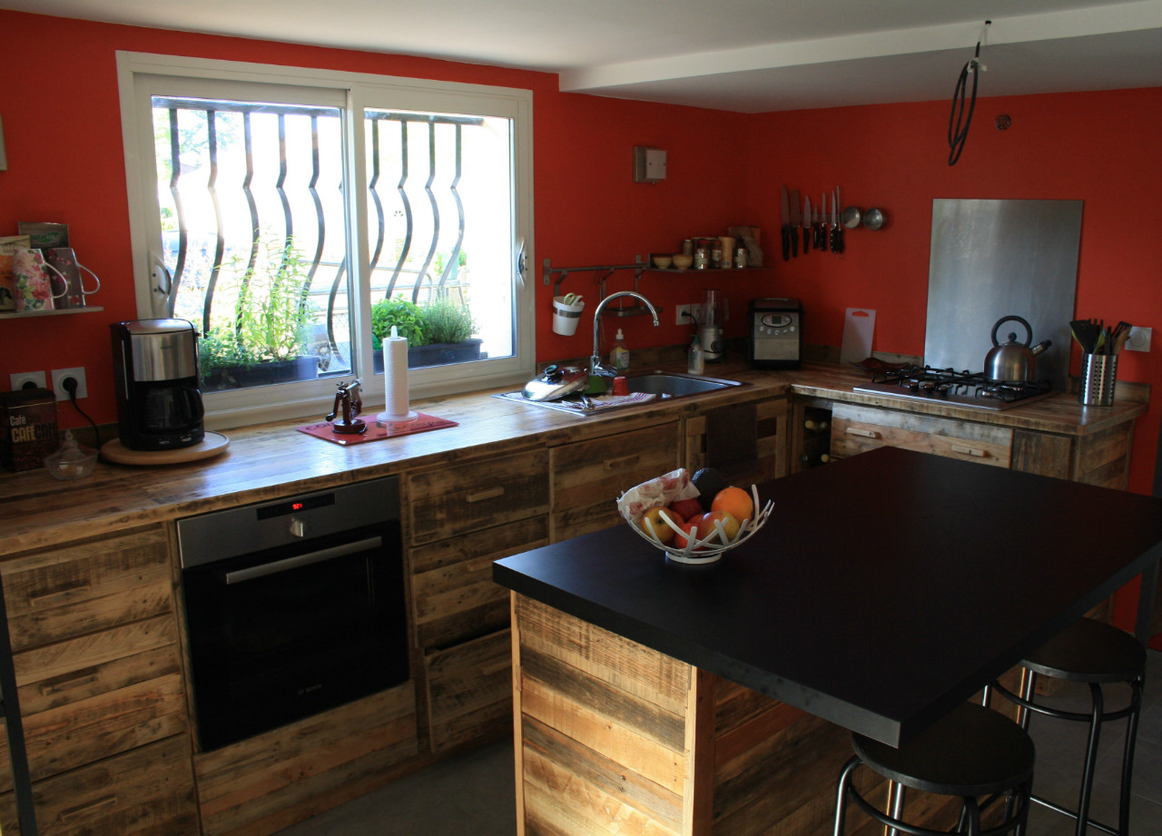 cuisine en palette bois l 39 habis. Black Bedroom Furniture Sets. Home Design Ideas