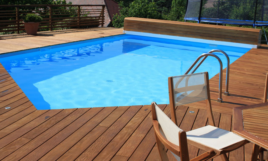 Bois composite terrasse piscine l 39 habis for Piscine composite