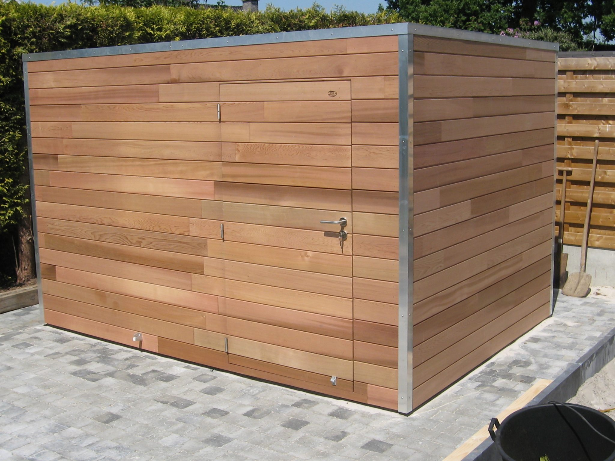 cabane de jardin toit plat l 39 habis. Black Bedroom Furniture Sets. Home Design Ideas