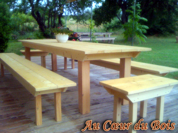 table de jardin en bois avec banc l 39 habis. Black Bedroom Furniture Sets. Home Design Ideas