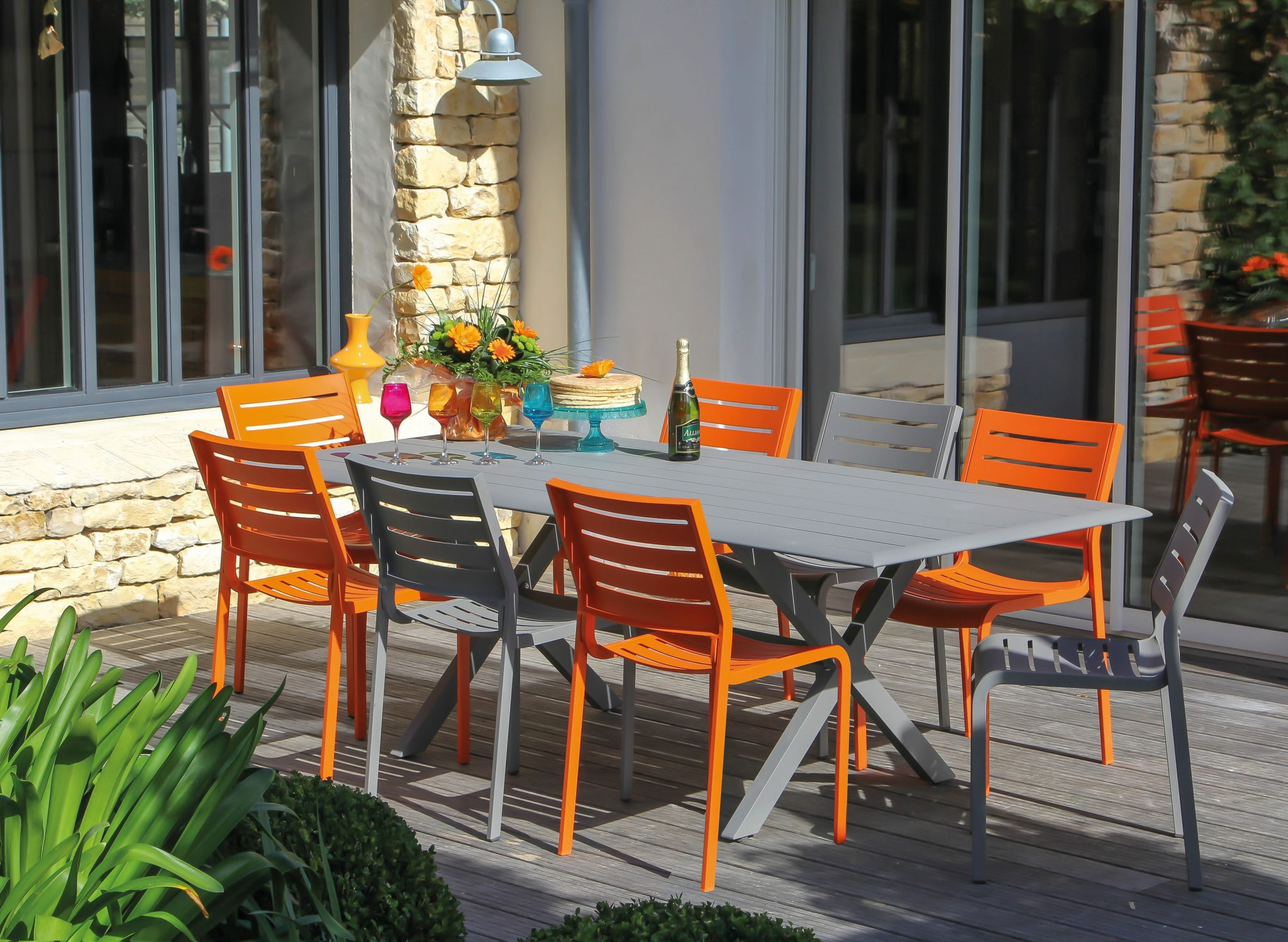 Stunning table de jardin metal couleur contemporary for Table jardin couleur