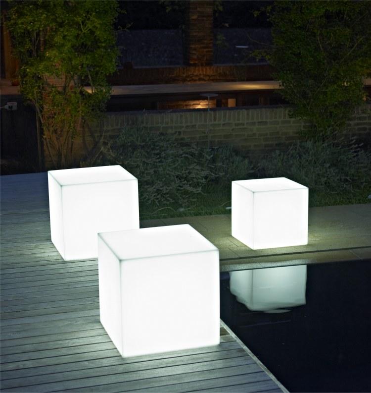 petite table de salon de jardin l 39 habis. Black Bedroom Furniture Sets. Home Design Ideas