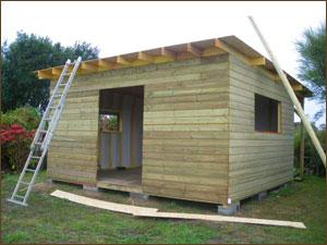 Chalet bois de jardin l 39 habis - Construire un cabanon de jardin en bois ...