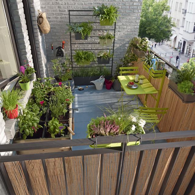 table de balcon l 39 habis. Black Bedroom Furniture Sets. Home Design Ideas